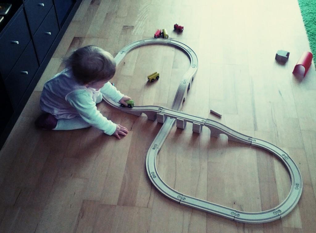 Kind mit Eisenbahn